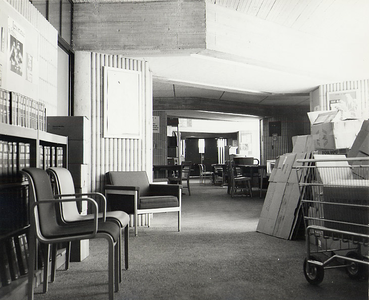 Between 1966 and 1972 the library was located on the floor of Group I, occupying 6 bays.It housed 45,000 books.